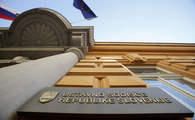 Ustavno sodišče je prejelo več pobud za oceno ustavnosti odlokov, ki so bili sprejeti v zvezi epidemijo. FOTO: Blaž Samec