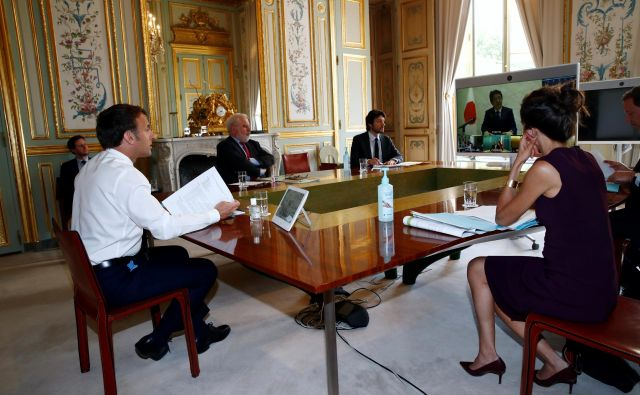 Francoski predsednik Emmanuel Macron med videokonferenco voditeljev skupine G7 Foto Reuters