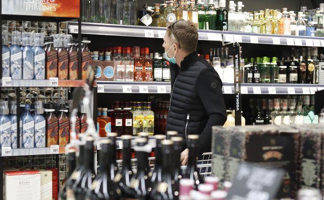 Raziskave kažejo, da je dostopnost neposredno povezana z obsegom porabe: večja ko je dostopnost alkohola, večja je poraba alkohola, več je z njim povezane škode. FOTO: Leon Vidic