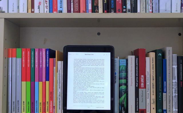 Nakup enega izvoda oziroma ene licence e-knjige omogoča 52 izposoj, potem je treba kupiti novo licenco. FOTO: Blaž Samec/Delo