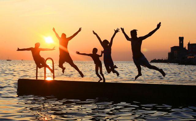 Uživanje na plaži bo letos najverjetneje odvisno od novih zdravstvenih standardov. Foto Tomi Lombar