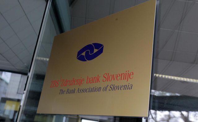 Zdru�ženje bank Slovenije opozarja, da so lahko v primeru uporabe napačne kode pri nakazilu pomoči, sredstva komitentom zarubljena. FOTO: Ljubo Vukelič/Delo