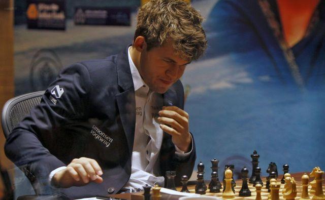 Magnus Carlsen je športno priznal poraz 16-letniku. FOTO: Reuters