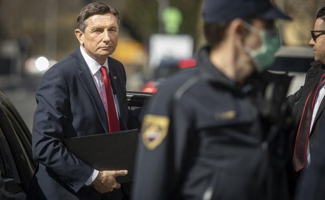 Borut Pahor v dobršnem delu svojega velikonočnega nagovora in intervjuja bolj ali manj poučeval državljane o svojem razumevanju strankarske demokracije. Foto Voranc Vogel