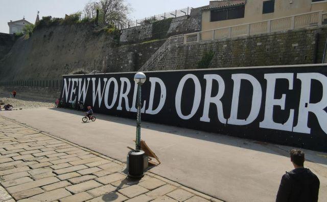 Novi svetovni red kot grafit, za katerega ni nihče izdal dovoljenja buri piranske duhove. FOTO: Boris Šuligoj