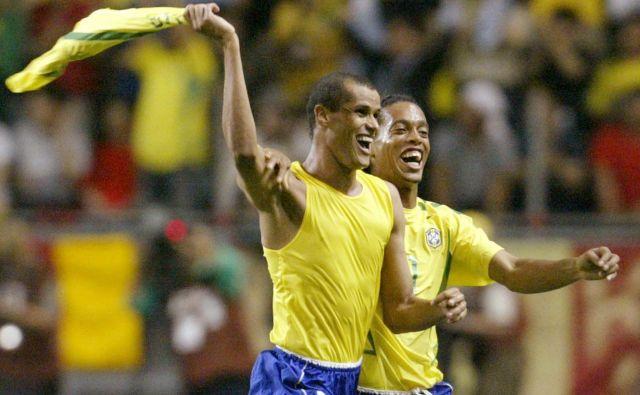 Rivaldo in Ronaldinho na svetovnem prvenstvu leta 2002, ki ga je prepričljivo dobila Brazilija. FOTO: Reuters