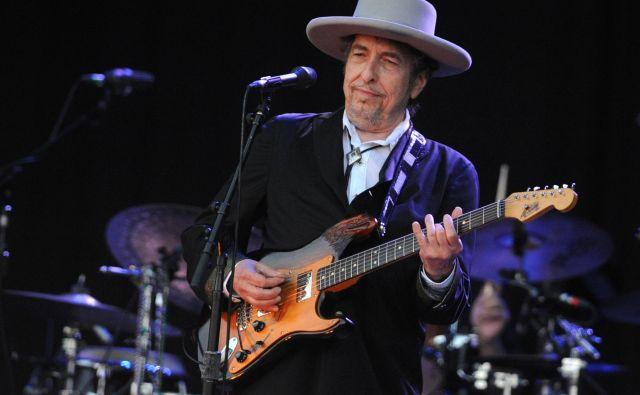 Bob Dylan v novi pesmidrugega za drugim niza bol ali manj znane citate, predvsem pa se primerja z vsemi osebnostmi, ki jih omenja. FOTO: Fred Tanneau/AFP