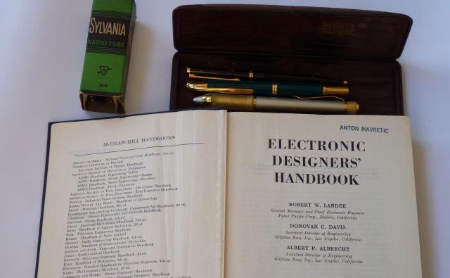 Knjiga, ki je Antonu Mavretiču veliko pomenila: Electronic Designer's Handbook. Foto Irena Marušič, TMS