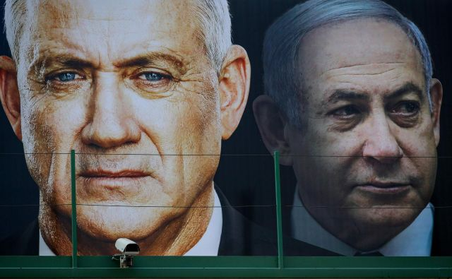 Beni Ganca in Benjamin Netanjahu. FOTO: Jack Guez/AFP