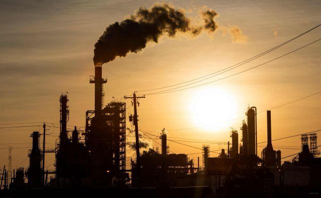 Cena nafte pada že nekaj časa. Foto: Mark Felix/Afp