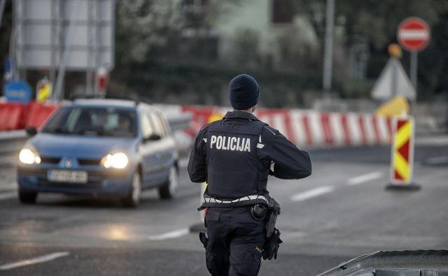 Meja med Slovenijo in Italijo je zaprta, a jo lahko prestopijo tisti, ki gredo v drugo državo na delo. Foto Blaž Samec