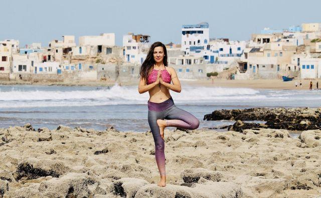 Inštruktorica joge Andreja Jernejčič se nam je oglasila iz Maroka, kjer so ukrepi zelo strogi. FOTO: Henry Lascelles