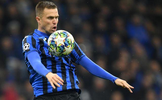 Zvezdnik serie A Josip Iličić je bil v letu 2019 eden od 19 slovenskih nogometašev v Italiji. FOTO: Reuters