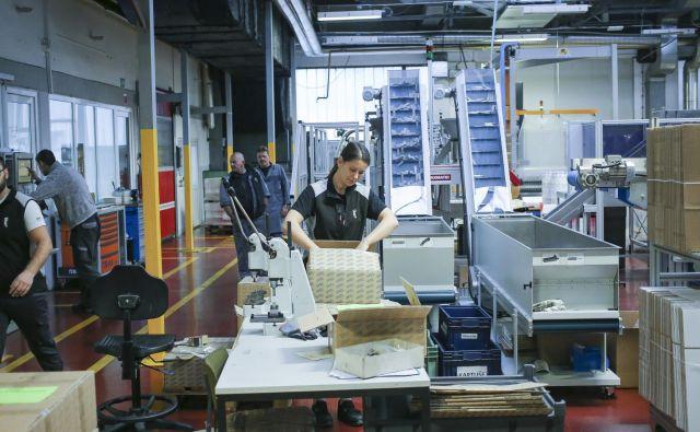 Kaj se zavija in kam potuje? Koronakriza že spreminja vzorce, po katerih delujejo izvozniki. FOTO: Jože Suhadolnik