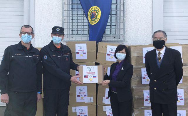 Direktorica tajvanskega predstavništva v Avstriji Vanessa Shih je civilni zaščiti osebno predala donacijo tajvanske vlade. Foto: tajvansko predstavništvo v Avstriji