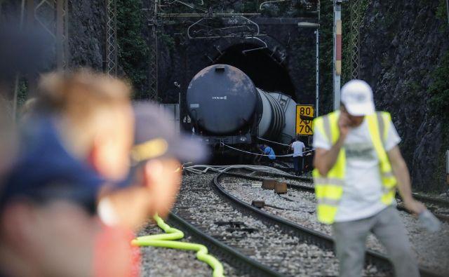 Pred železniško nesrečo so vodo pregledali šestkrat na leto, zdaj jo šestkrat na dan. Foto Uroš Hočevar