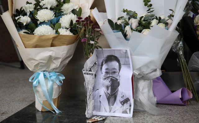 Če bi ukrepali v času, ko je na novi virus poskusil opozoriti zdravnik Li Wenliang, bi bilo pandemijo morda mogoče ustaviti.<br /> FOTO: Reuters