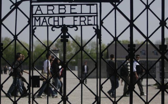 Vsi vpleteni v najbolj temni del zgodovine ponavljajo, da bomo v trenutku, ko bomo zaprli zgodbe preživelih, zaprli tudi del sebe. FOTO: Reuters