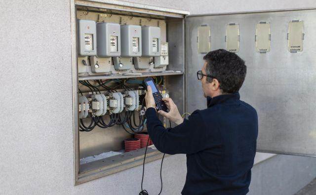 Potrošnik tudi po menjavi dobavitelja ostaja priključen na isto omrežje in isti električni priključek ali števec, zato je bojazen pred fizičnimi posegi na domu odveč. FOTO: Voranc Vogel/Delo
