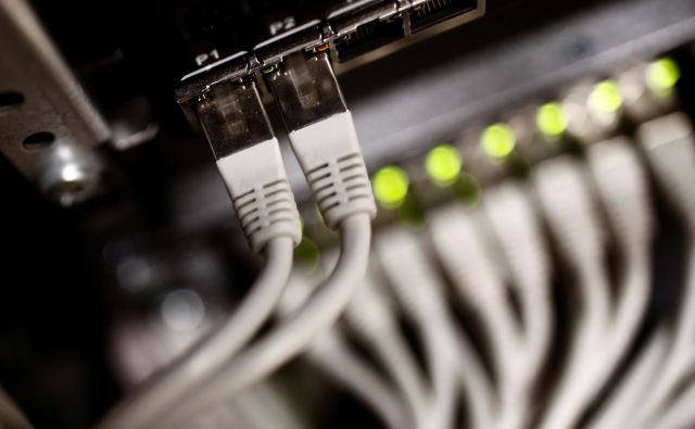 Ponudnik varne in zakonsko skladne rešitve za zagotavljanje e-hrambe mora vzdrževati visoko raven informacijske varnosti. FOTO: Reuters