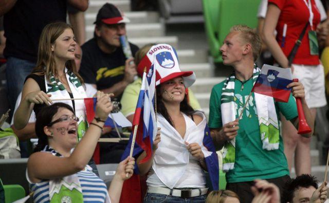 Vsepovsod po svetu ima nogomet pomembno vlogo v družbi in ta le še narašča. FOTO: Roman Sipic/Delo