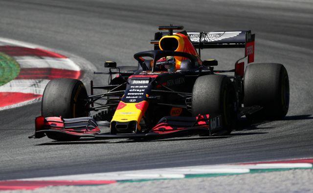 Moštvo Red Bull, ki ima v Nizozemcu Maxu Verstappnu enega najboljših voznikov v karavani formule 1, upa, da bo na domačih tleh vSpielberg Reu odprlo sezono. FOTO: Reuters