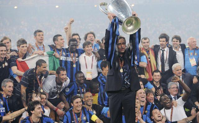 Jose Mourinho je pred 10 leti zadnjič dvignil pokal v ligi prvakov. FOTO: Reuters