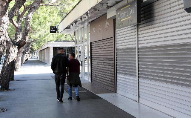 Se bo med pandemijo odnos kupcev do obratovalnega časa trgovin spremenil? FOTO Marko Feist