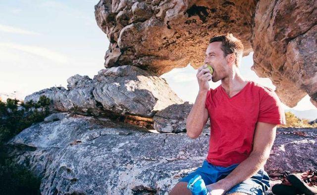 Omejevanje prehranskega vnosa, epizode prenajedanja, stiske in/ali čezmerne skrbi glede oblike ali teže telesa, občutki slabe samopodobe, občutki krivde ali nadzora so pogosto povezani z motnjami hranjenja. FOTO:Shutterstock