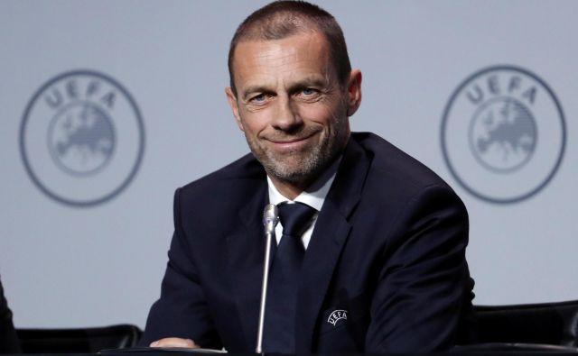 Aleksander Čeferin je pozval nacionalne zveze in lige, naj sporočijo, kdaj in če sploh načrtujejo nadaljevanje sezone. FOTO: Reuters