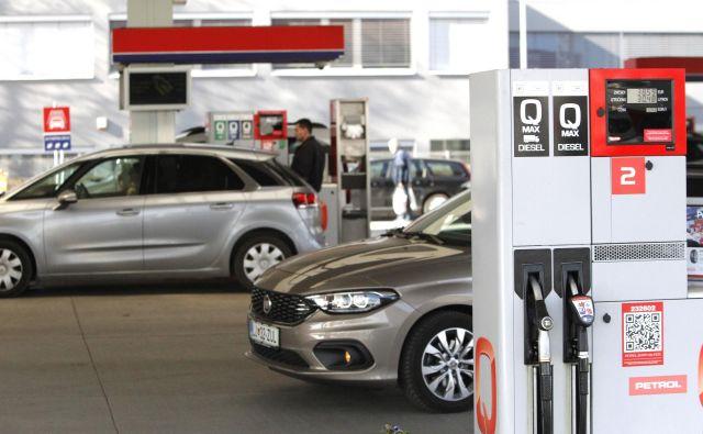 Dizelski avtomobil s posodo 60 litrov dizla oziroma plinskega olja: upoštevajoč gostoto to pomeni 51 kilogramov goriva, kar je 2170 megadžulov (MJ) energije. Če računamo s približkom, da je izkoristek te energije v sodobnem vozilu 25-odstoten, pride na kolesa 543 MJ energije. Fotografija Mavric Pivk