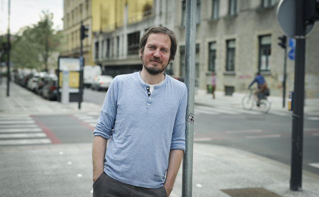 Goran Lukić je leta 2015 odšel iz mogočne sindikalne centrale in se začel v majhnem društvu ukvarjati s pomočjo najbolj ranljivi skupini delavcev, delavcem migrantom. FOTO: Jože Suhadolnik