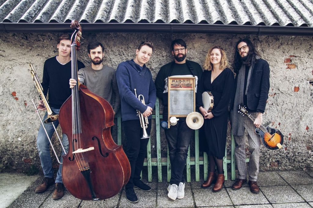 Počeni škafi - Veličastnost ulične glasbe
