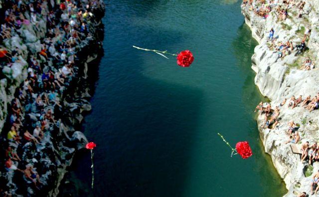 Pljuvanje po vsem, kar ni »naše«, je naša realnost. FOTO: Roman Šipić