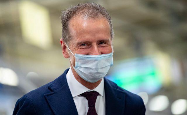 Herbert Diess, šef Volkswagna si želi, da bi politika odločitev o spodbudah sprejela čim prej. FOTO: AFP