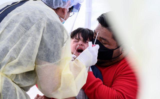 Med otroki v Veliki britaniji, Španiji in Italiji narašča število obolenj za Kawasakijevo boleznijo. Slika je simbolična. FOTO: Robyn Beck/Afp