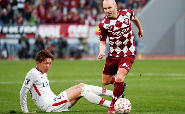 Andres Iniesta je pri 35 letih še vedno nerešljiva uganka za tekmece. FOTO: Reuters