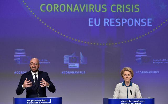 Predsednica evropske komisije Ursula von der Leyen je pojasnila, da so evropski politiki podcenjevali nevarnost pandemije novega koronavirusa, in se v evropskem parlamentu opravičila Italiji, ki ni dobila pomoči, ko jo je najbolj potrebovala. Na fotografiji s predsednikom evropskega sveta Charlesom Michelom. Foto: Reuters