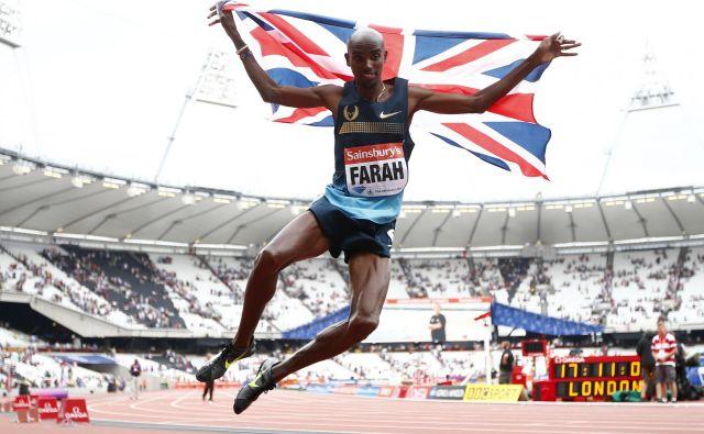 Zaradi nedovoljenih metod trenerja Alberta Salazarja se mora obtožb o jemanju needovoljenih sredstev vztrajno otepati tudi štirikratni olimpijski prvak Mo Farah. FOTO: Reuters
