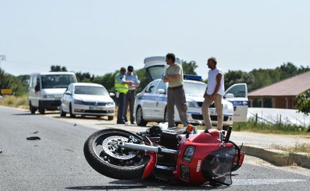 Ob trku so posledice za motoriste lahko kaj hitro usodne. Foto Bakal Oste