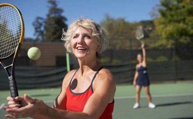 Ljudje, ki so telesno aktivni in so »močni« tudi v drugih komponentah življenjskega stila, ki podpira zdravje, imajo neprimerno manj bolezenskih težav. FOTO: Shutterstock