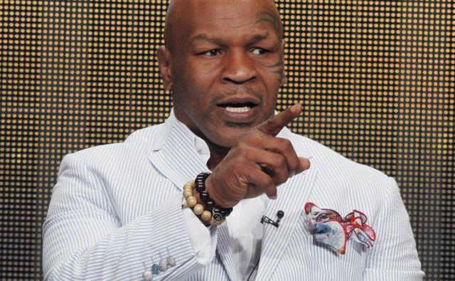 Legendarni ameriški boksar Mike Tyson je s svežim videoposnetkom svojega treninga pokazal, da še vedno premore hitrost, moč in natančnost udarcev. FOTO: Reuters