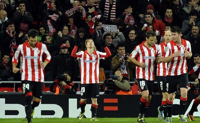 Navijači Athletica Bilbaa bi radi prisostvovali zgodovinskemu finalu španskega pokala proti prav tako baskovskemu Realu Sociedadu. FOTO: AFP