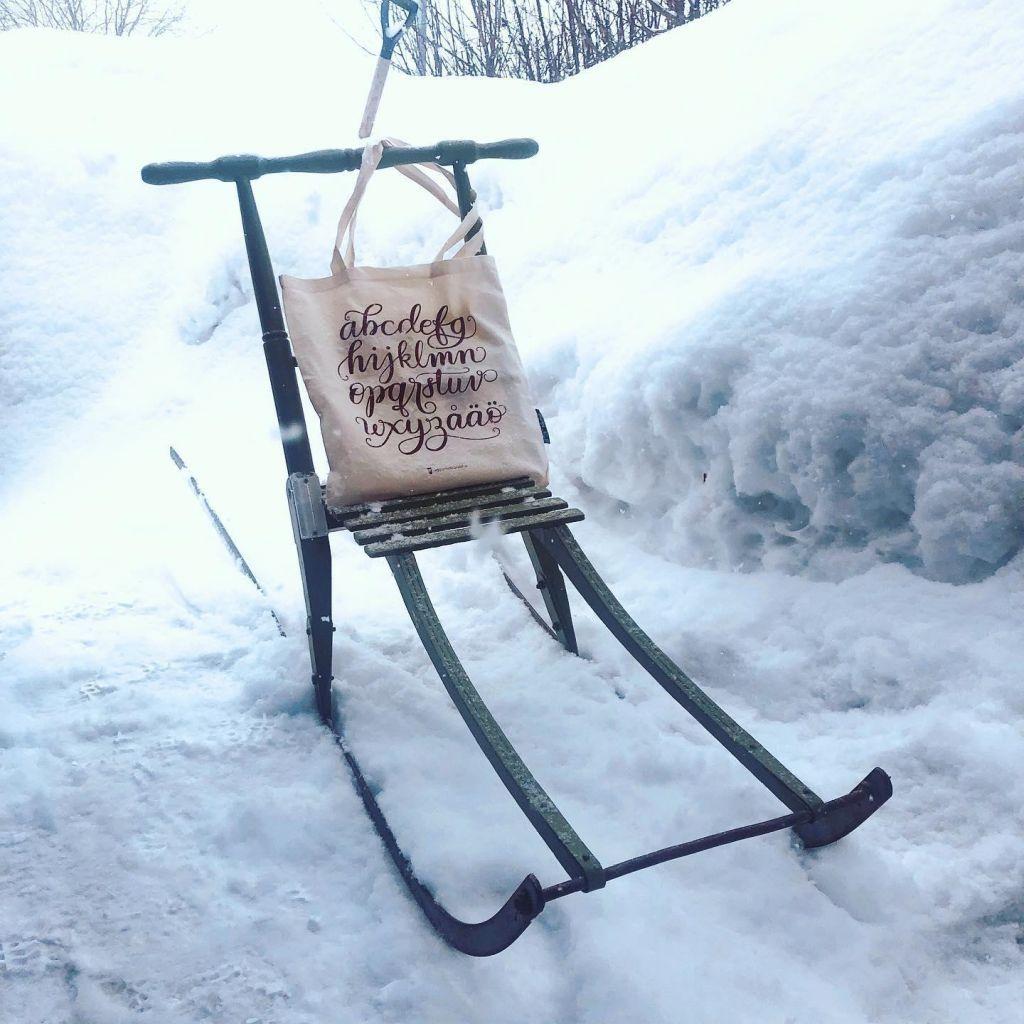 Kdo pravi, da sneg in knjige maja ne gredo skupaj?