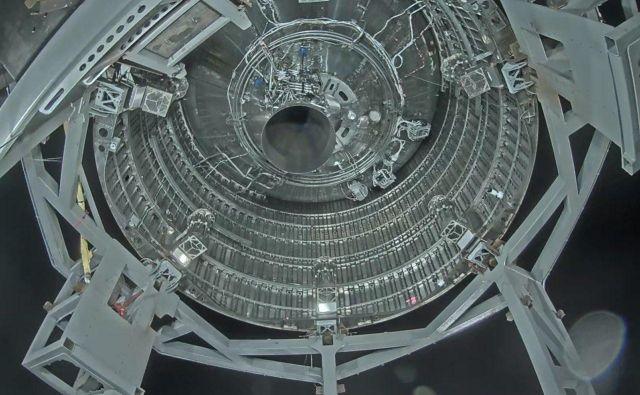 En sam motor vrste raptor imajo trenutne testne različice Starshipa, končna pa jih bo imela šest. Foto Spacex