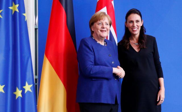 Angela Merkel in Jacinda Ardern Nemčijo in Novo Zelandijo uspešno vodita v najhujši zdravstveni krizi našega časa. FOTO: Reuters