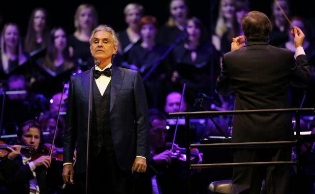Koncert italijanskega tenorista Andree Bocellija so 7. marca zaradi državnih ukrepov odpovedali le nekaj ur pred začetkom. Prvič je pri nas nastopil leta 2016 v ljubljanskih Stožicah. FOTO: Tomi Lombar