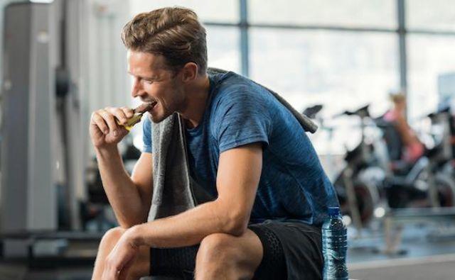 Priporočila za športno prehrano so že prva težava. Ko športnika vprašamo, katera priporočila za športno prehrano uporablja, so odgovori zelo različni. FOTO:Shutterstock