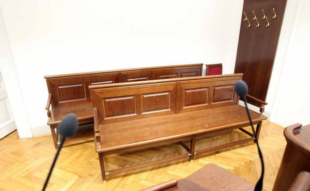 Razpravne dvorane na sodiščih že nekaj časa povsem samevajo, razen za priporne oziroma nujne zadeve. FOTO: Igor Mali