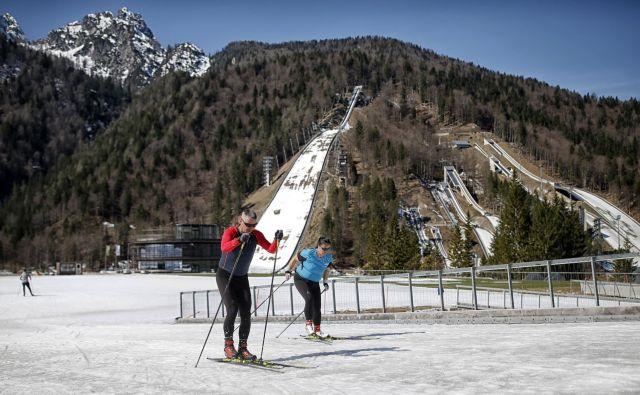 Tako kot nordijski športniki so tudi rekreativci v Planici morali sredi marca predčasno končati sezono. FOTO: Blaž Samec/Delo